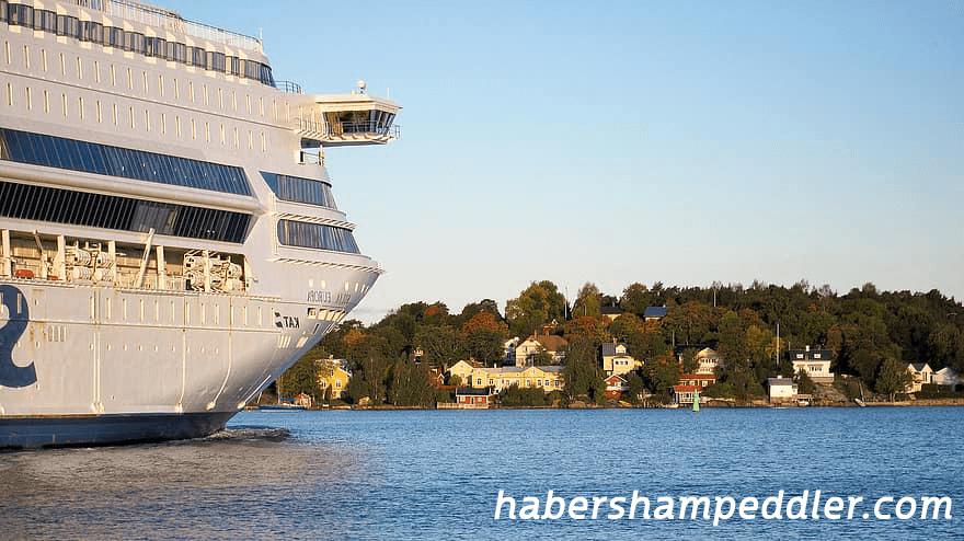 เรือสำราญ ของประเทศฟินแลนด์แล่นเกยตื้นนอกเกาะ Aland ในทะเลบอลติกพร้อมกับบริการฉุกเฉินแจ้งว่าพวกเขากำลังเตรียมอพยพผู้คนเกือบ เรือสำราญ